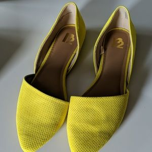 Flats, bright yellow.